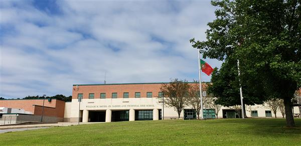 Flag of Portugal in front of the school